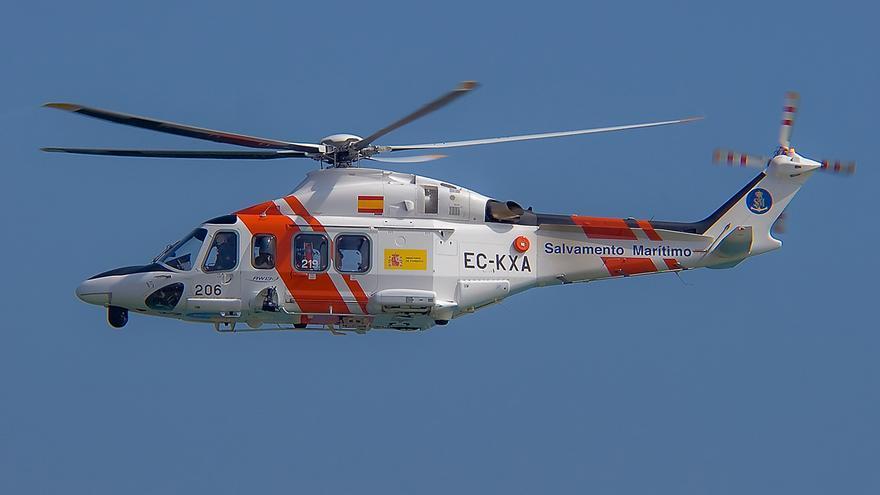 Salvamento Marítimo rescata a tres personas en aguas de Ibiza después de que su embarcación sufra una avería