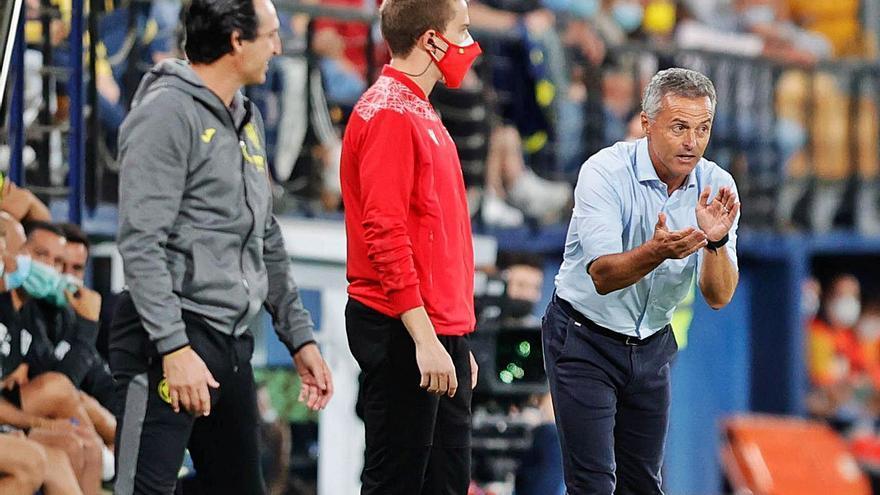 Escribá: «El árbitro sabe que era expulsión; eso es mala fe»