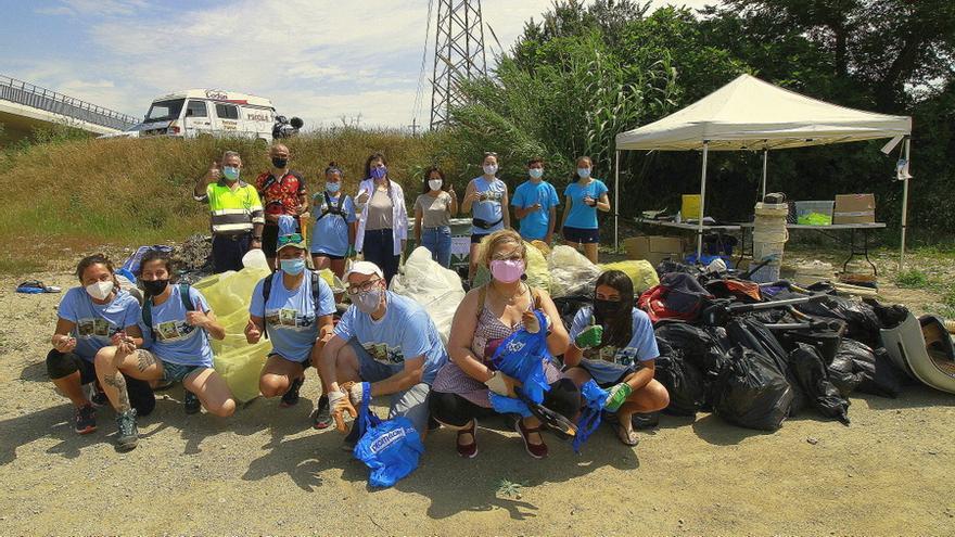 Uns 700 voluntaris recullen més d'una tona de residus a Blanes