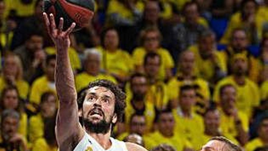 El Madrid aguanta a còpia de triples els intents del Tenerife