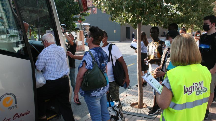 Retrasos de hasta 15 minutos en los primeros autobuses alternativos al Cercanías suprimido