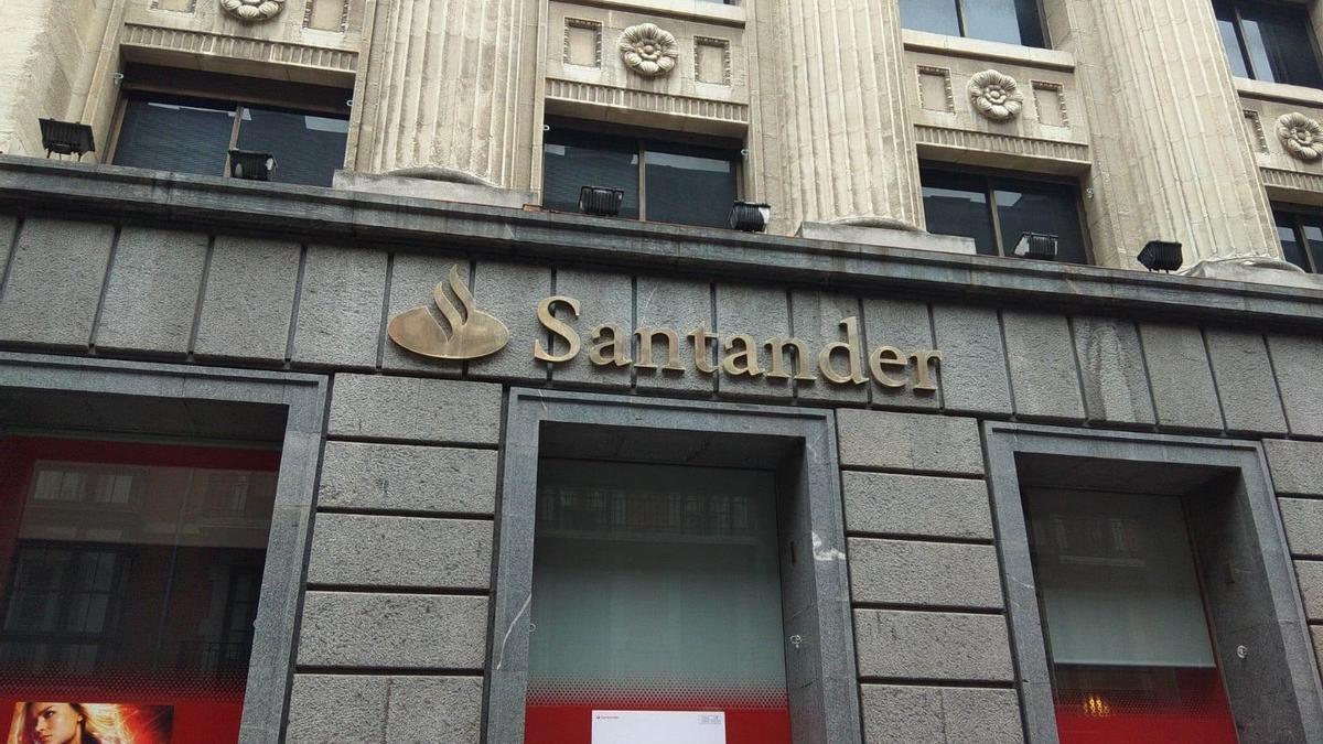Imagen de archivo de una sucursal del Banco Santander.