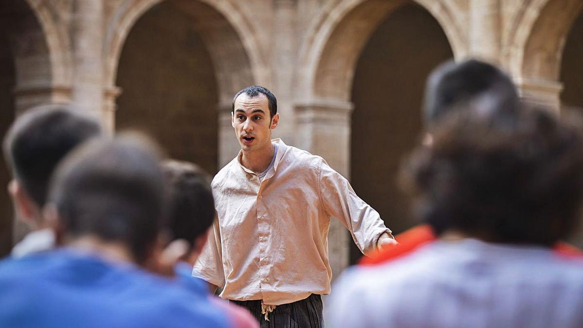 Una obra de teatre en la antiga presó valenciana.    GERMÁN CABALLERO