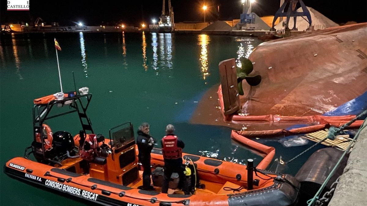 The water rescue unit of the Provincial Firefighters Consortium tries to locate the missing