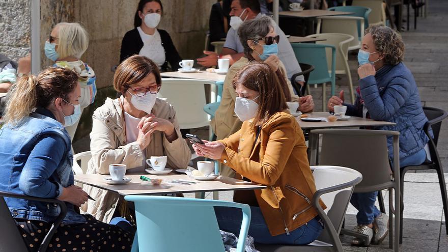 """Galicia elimina los límites a las reuniones al haber alcanzado """"la fase final"""" de la epidemia"""