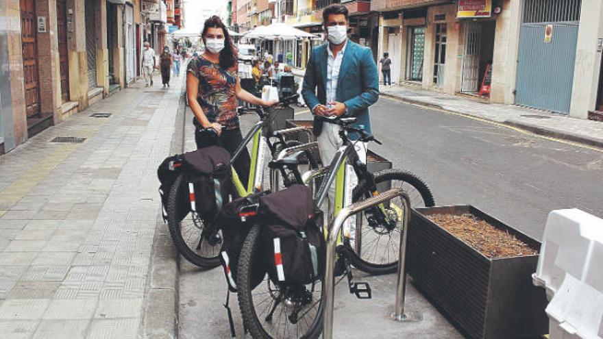 Instalan 40 nuevos aparcabicis en el casco y Heraclio Sánchez