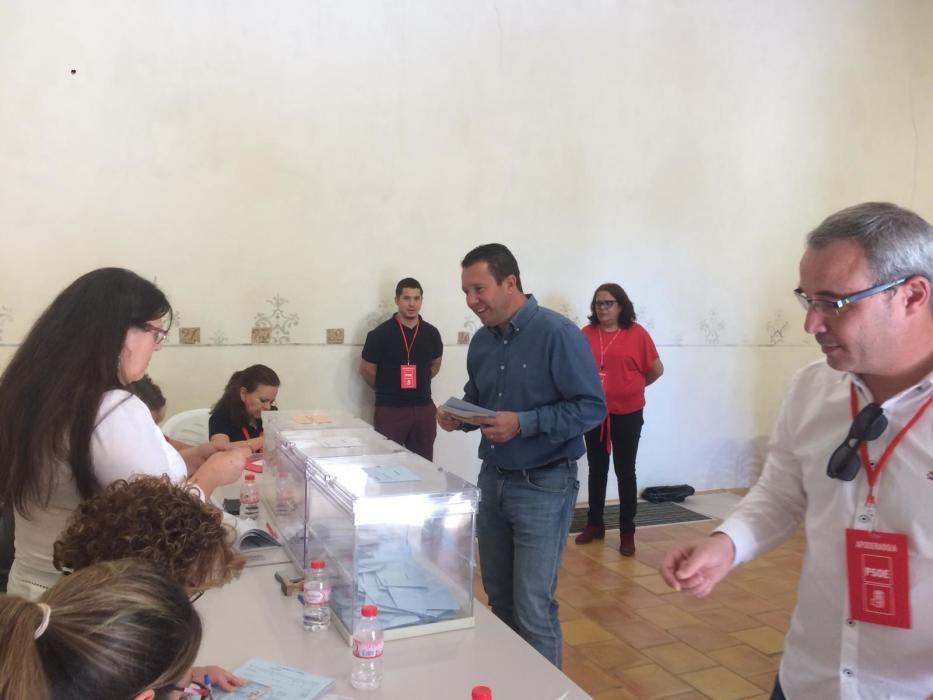 Candidatos ejerciendo su derecho al voto en estas elecciones autonómicas, municipales y europeas