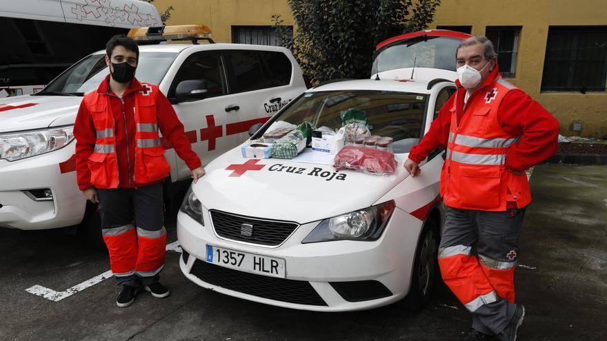"""""""Mucha gente solo necesita hablar"""": así es el trabajo de los voluntarios de Cruz Roja que atienden a personas sin hogar"""