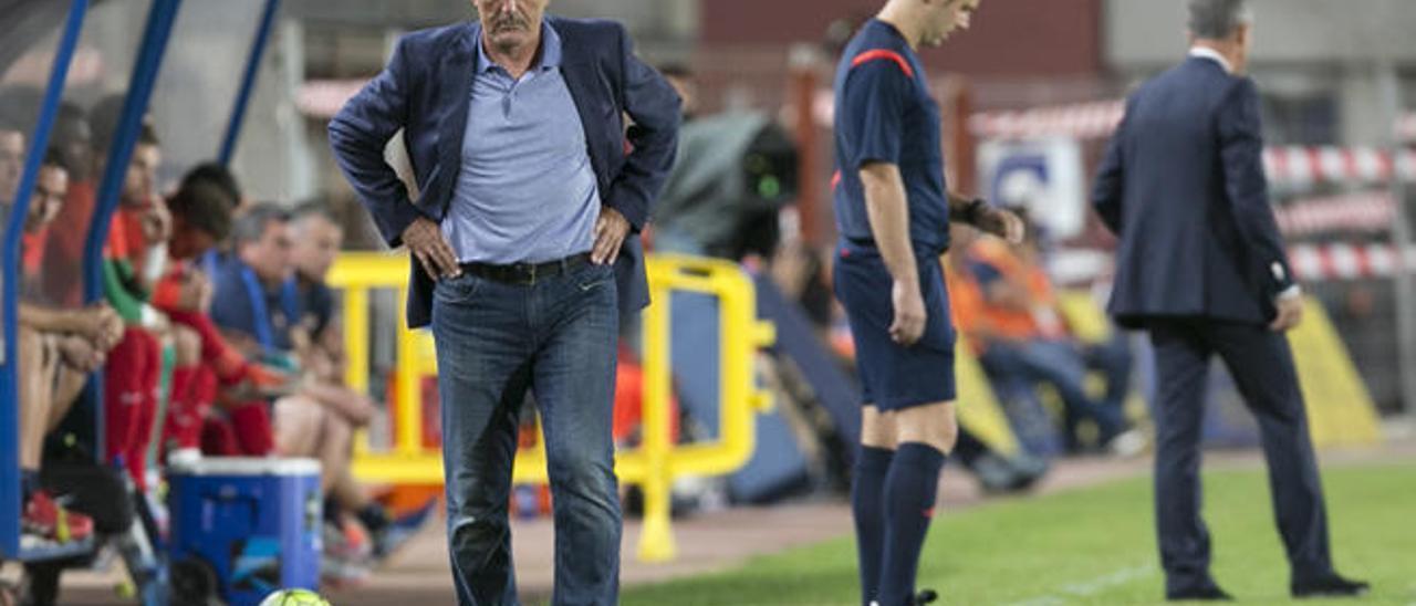 Paco Herrera, durante el partido de la UD contra el Levante.