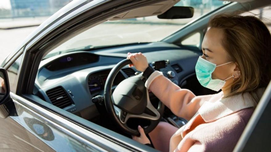 En busca de conductores que no lleven mascarilla en el coche
