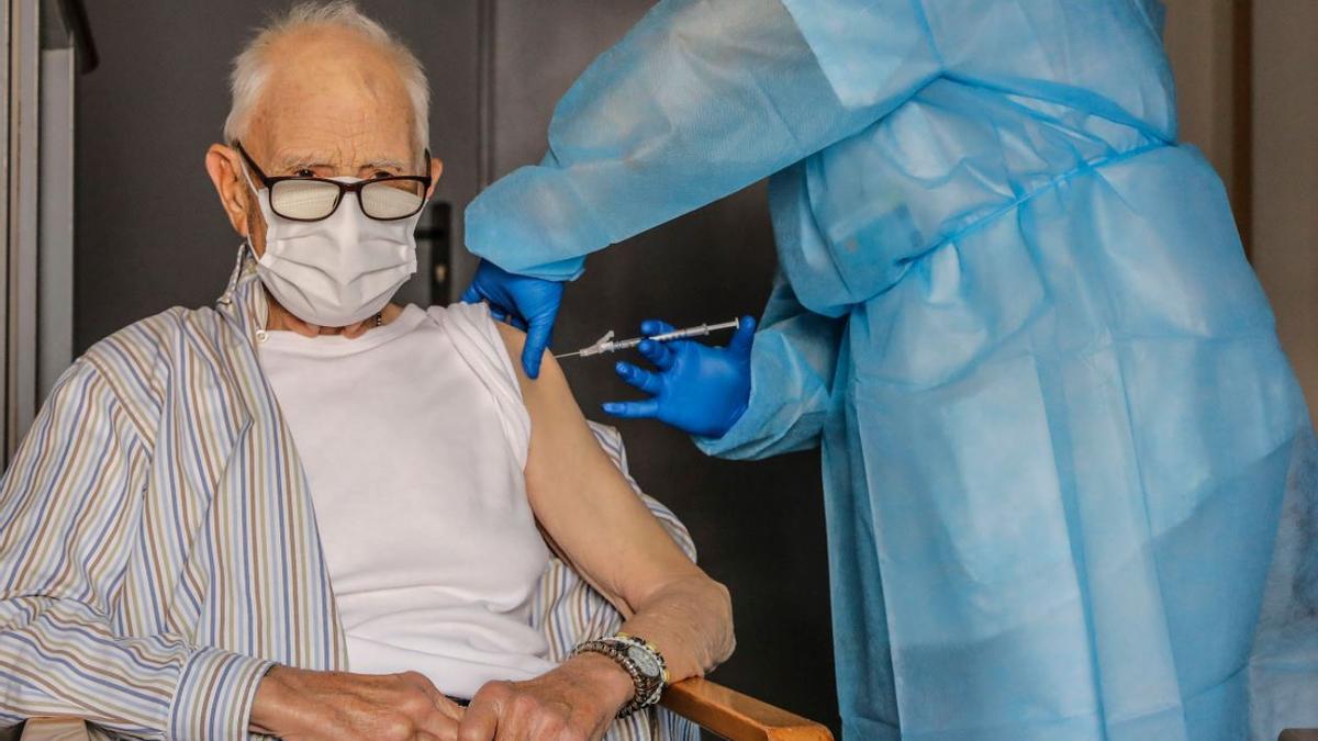 La vacunación de todos los mayores de 80 años necesita aún 277.000 dosis