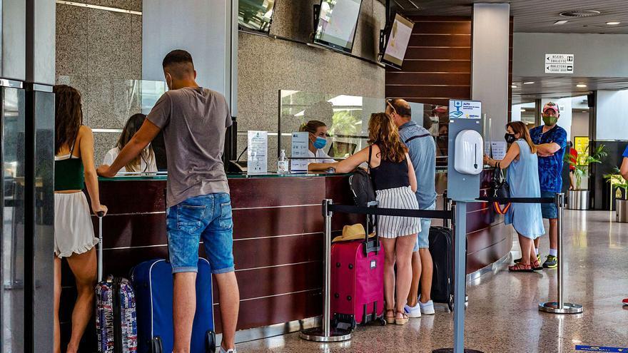 Turismo se compromete a pagar en 15 días las facturas del bonoviaje