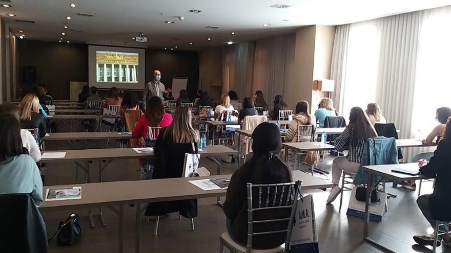 Más de 30 personas participan en el taller de tabaquismo avalado por Semergen y organizado por HIDES Asturias en Oviedo el pasado día 8