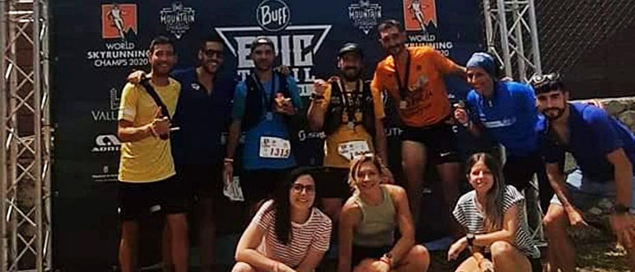 Foto de grupo con algunos de los atletas de la Font   LEVANTE-EMV