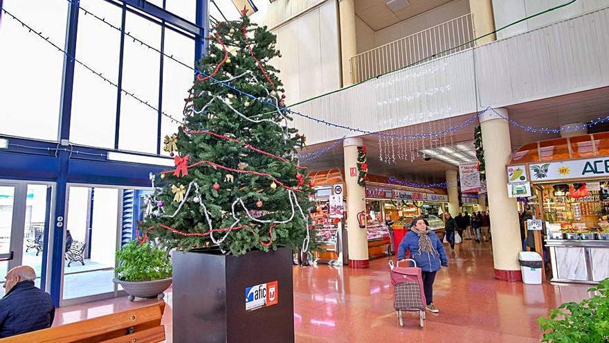El mercado central  de Elda diversifica su oferta en Navidad