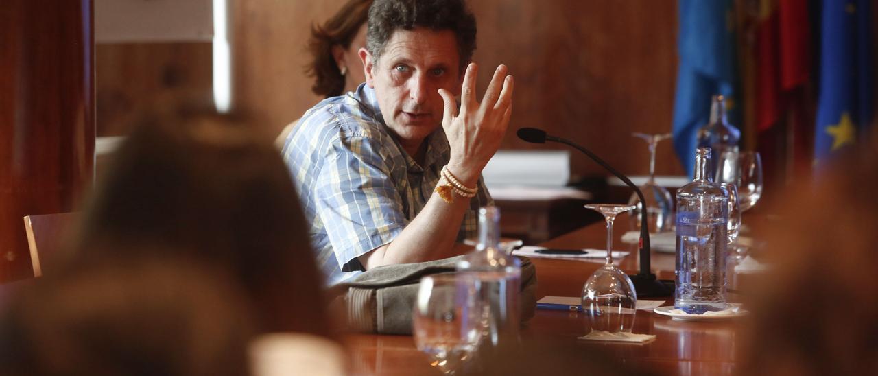 El epidemiólogo Pedro Arcos, durante una charla.