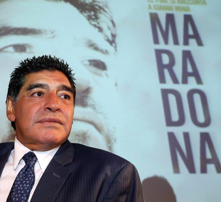 """MARADONA LLAMA """"CAGÓN"""" AL """"KUN"""" AGÜERO EL DÍA ..."""