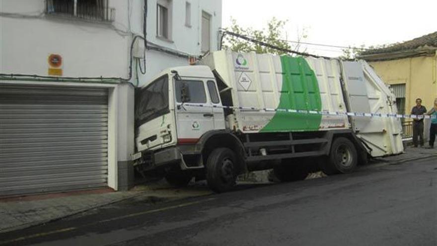 Accidente de un camión de recogida de basura de Plasencia