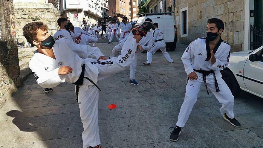 Taekwondistas del Sares reclaman ante el colegio de Nazaret el uso del pabellón