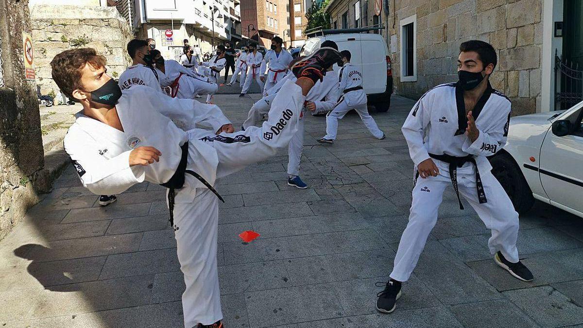 Un momento de la clase del Sares en pleno casco urbano de Cangas.