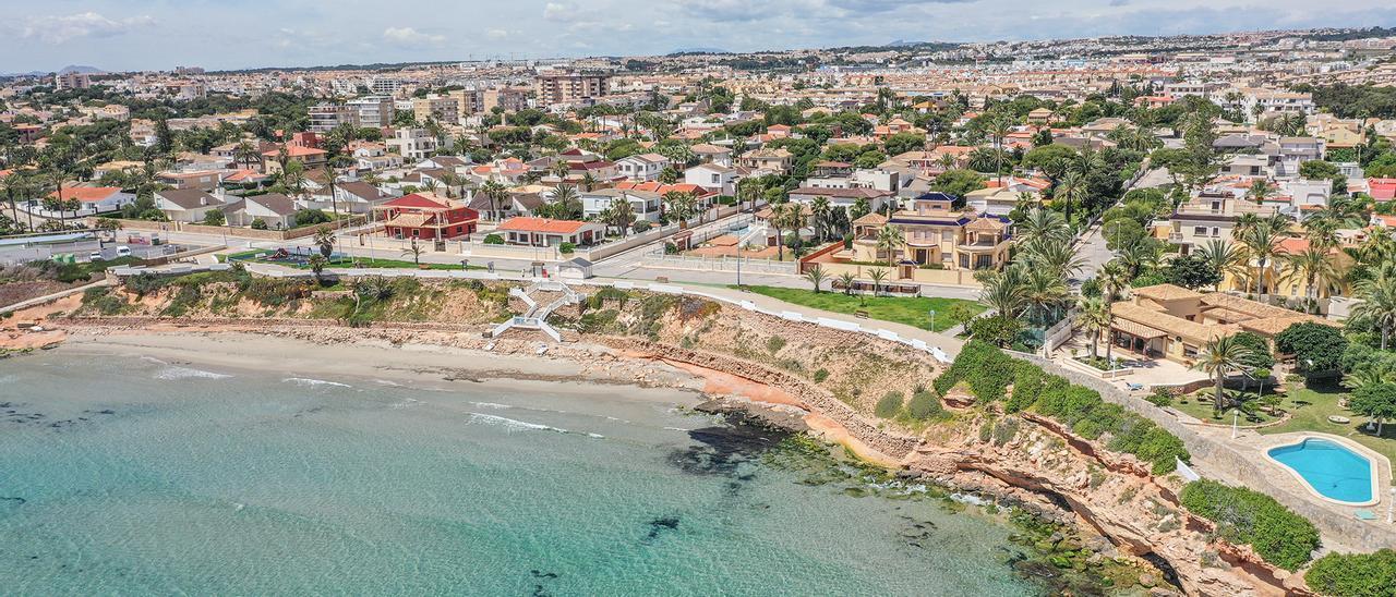 Imagen panorámica de una zona turístico residencial del litoral de Orihuela Costa