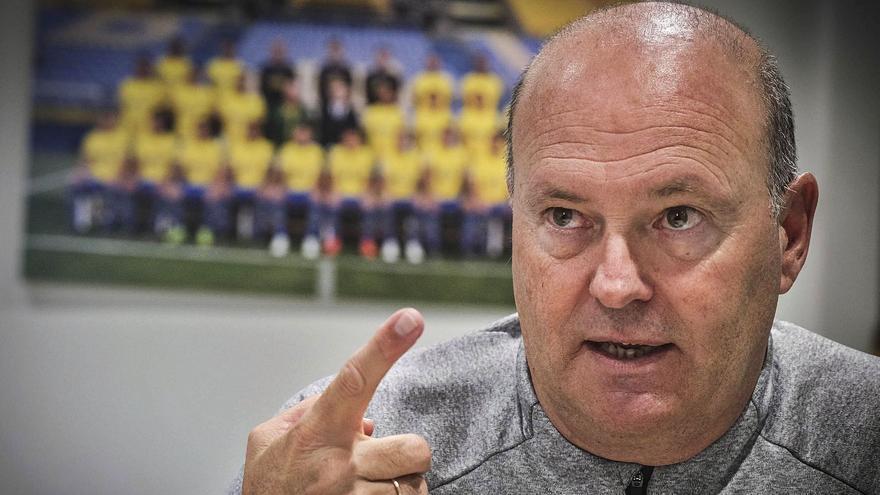 Pepe Mel: «Sé que me mirarán con lupa; pero ya subí con tres Ferraris»