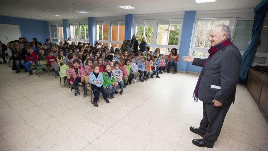 La comunidad educativa de O Foxo honra a Xesús Alonso Montero