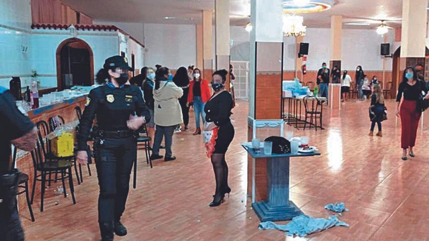 Desalojan a 117 personas de fiesta en un restaurante de La Laguna