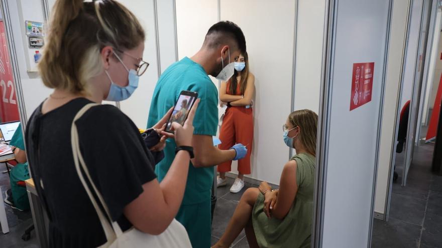 Sanitat inicia la vacunación masiva de los jóvenes de 15 a 19 años en el Auditori de Castelló