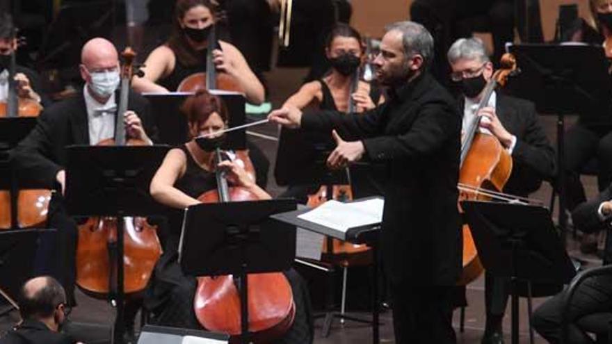 La Orquesta Sinfónica inicia su temporada de conciertos en el Coliseo con un homenaje a John Aigi