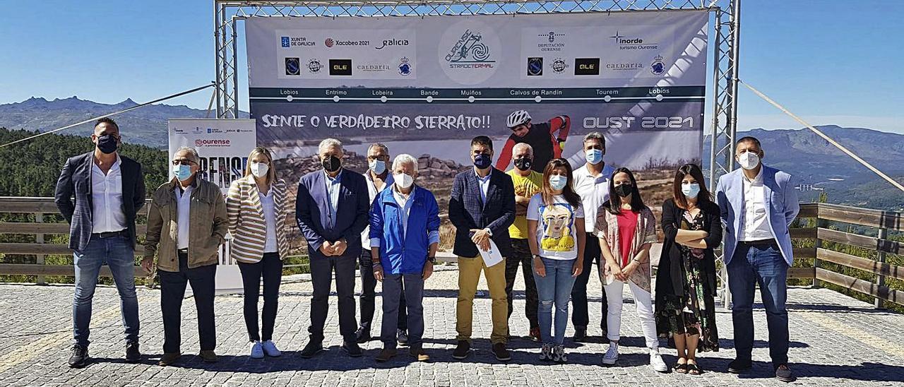 Acto de presentación de la IV edición del Ourense Strade Termal, en el mirador Santuario do Viso.    // I.O.