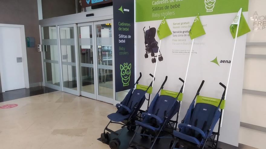 El aeropuerto de Manises ofrece un servicio gratuito de cochecitos de bebés