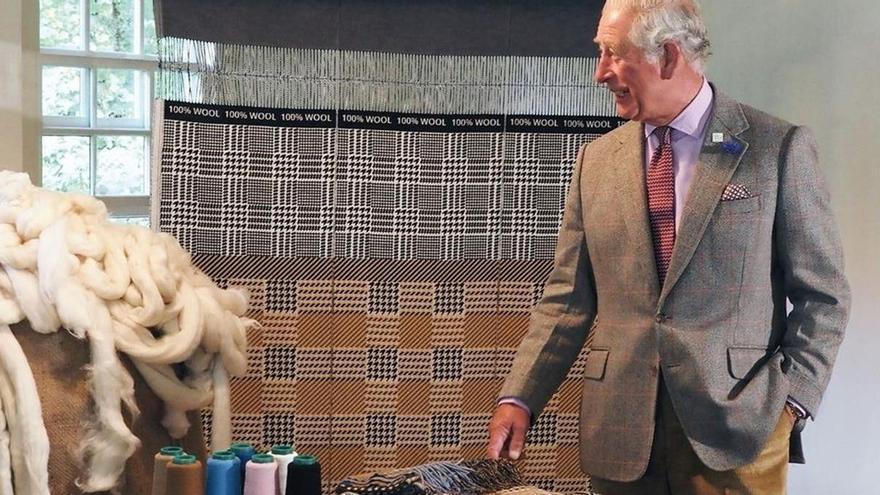 Así es la bufanda 100% lana ecológica diseñada por el príncipe Carlos
