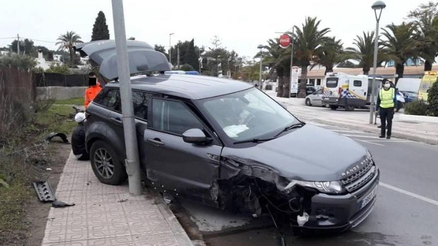 Un conductor borracho provoca un accidente de tráfico en Ibiza