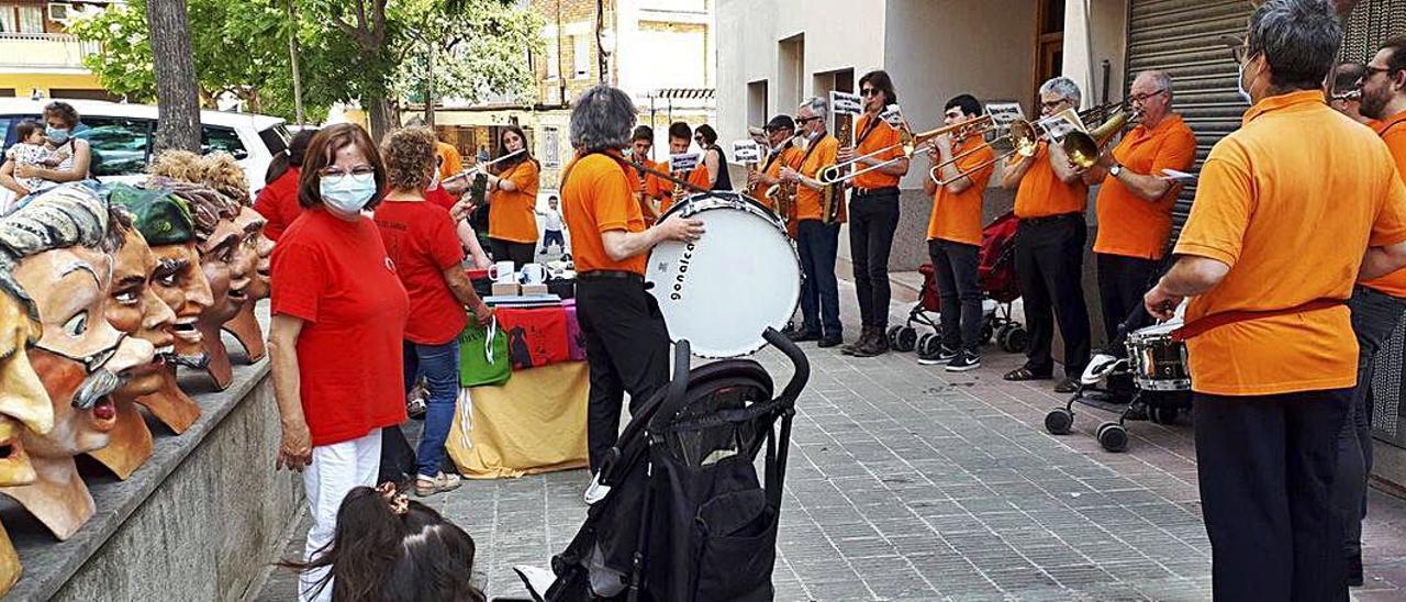 Capellades viu una altra edició de les Festes del Carrer amb tortells i balls
