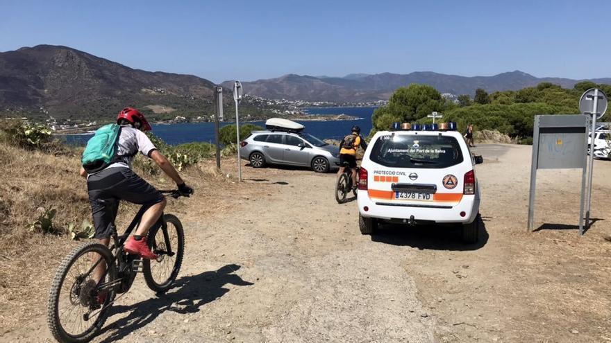 Centenars de persones entren al Parc Natural del Cap de Creus, tot i la prohibició