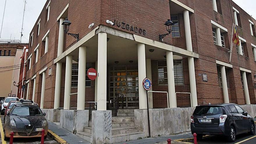 La falta de personal también colapsa el juzgado número dos de Alzira