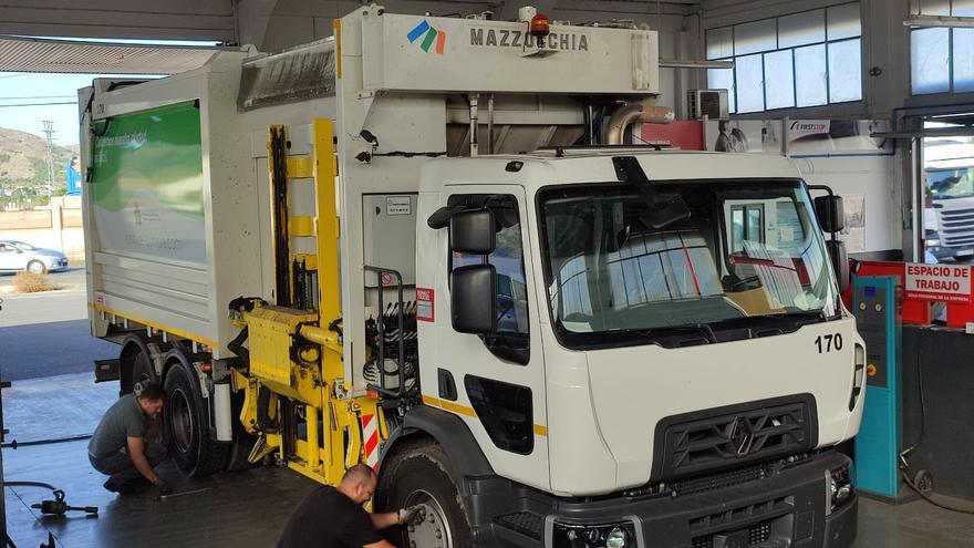 Orihuela destina más de dos millones de euros al mantenimiento de su flota de vehículos de recogida de residuos