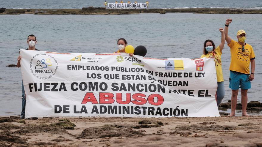 Cadena humana en Las Canteras para pedir justicia laboral