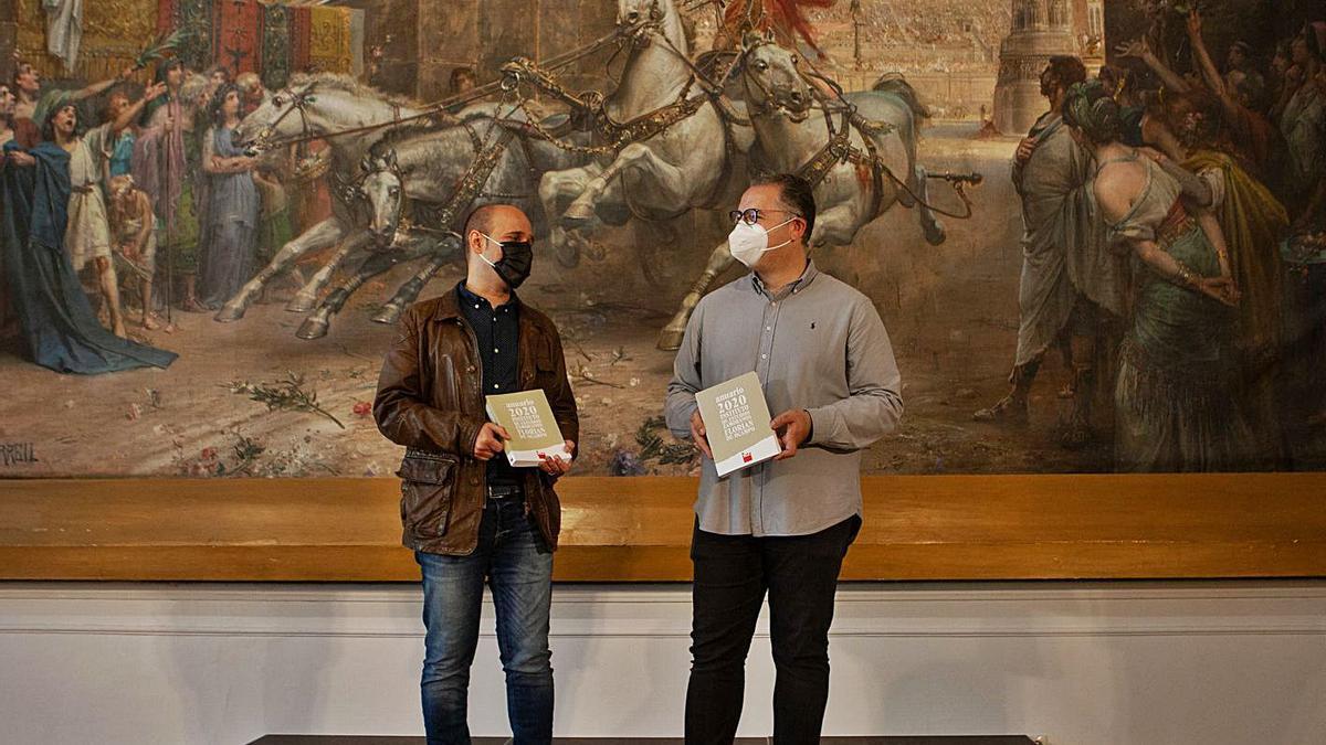Sergio Pérez y Jesús María Prada, durante la presentación del anuario.  