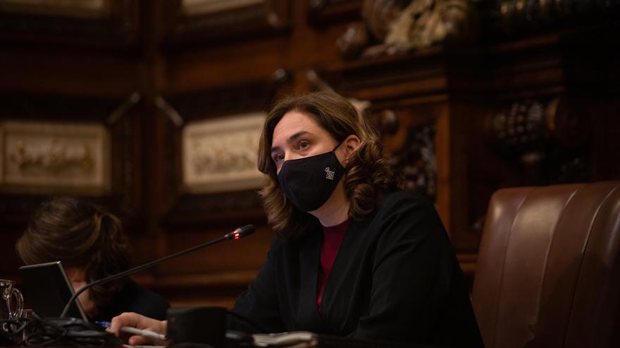 Denuncian a Ada Colau por presuntamente dar subvenciones directas a entidades sociales