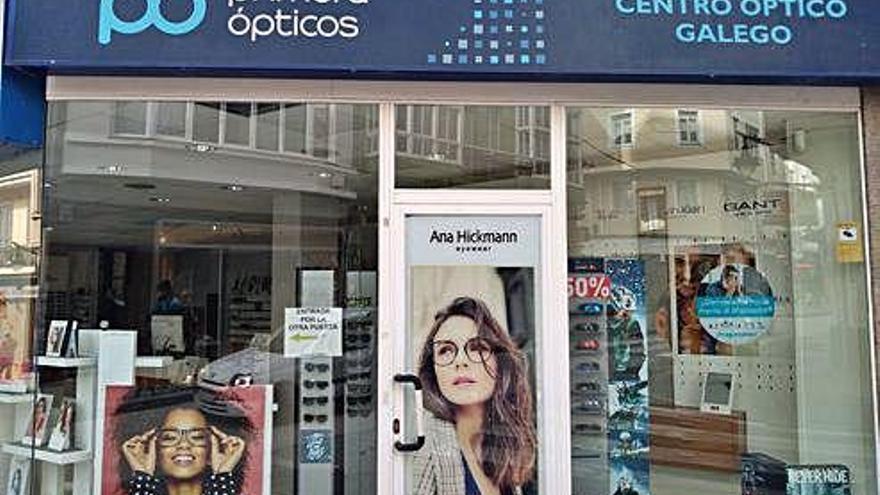 Empleadas del Centro Óptico Galego afirman que García Martín les adeuda nueve nóminas
