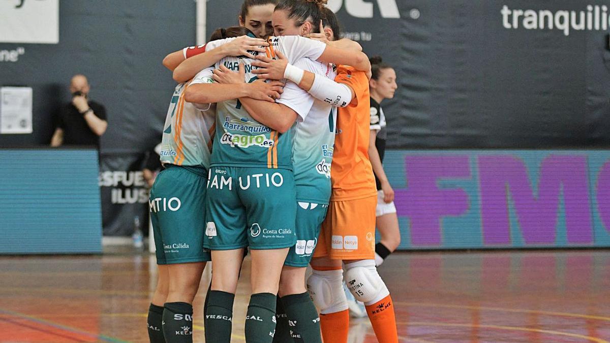 Jugadoras del STV Roldán celebrando un gol | PRENSA STV ROLDÁN