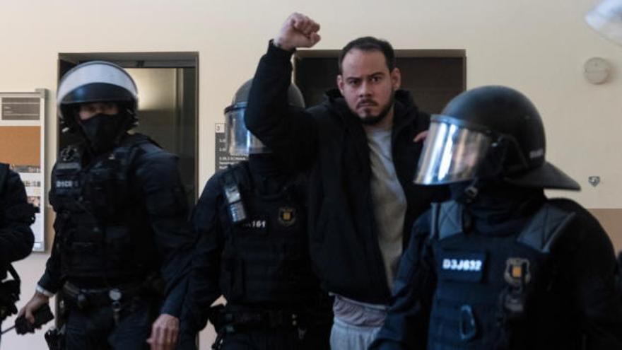 Pablo Hasél ingresa en la cárcel tras ser detenido por los Mossos