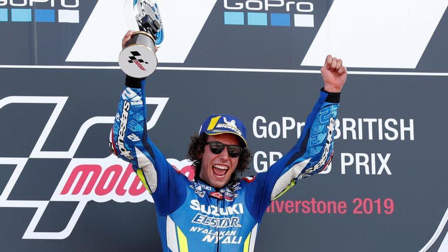 Agónica victoria de Rins sobre Márquez en Silverstone