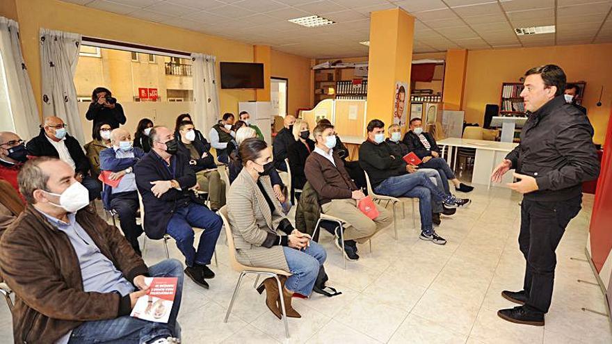 Encuentro de Formoso con los socialistas lalinenses