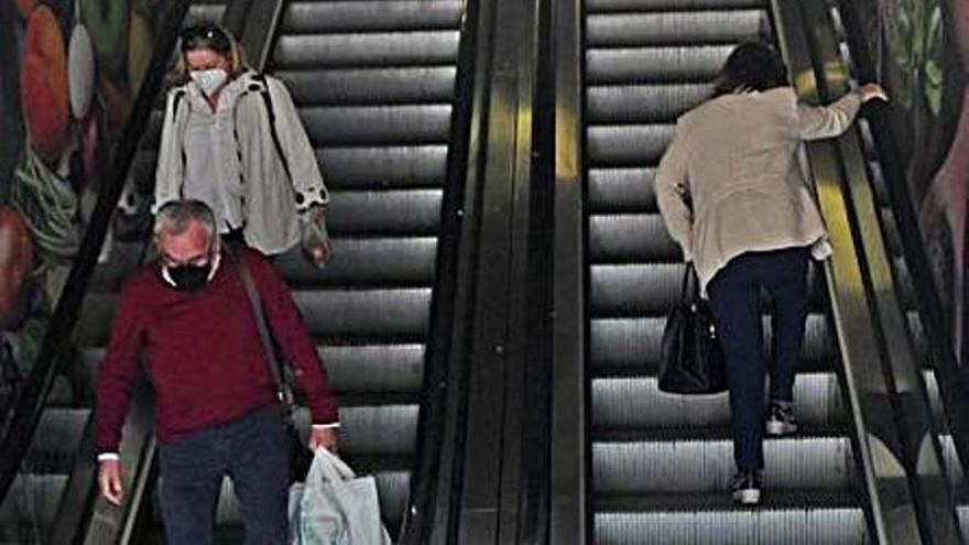 """Investigarán el """"mantenimiento inadecuado"""" de las escaleras del Mercado de Verónicas"""