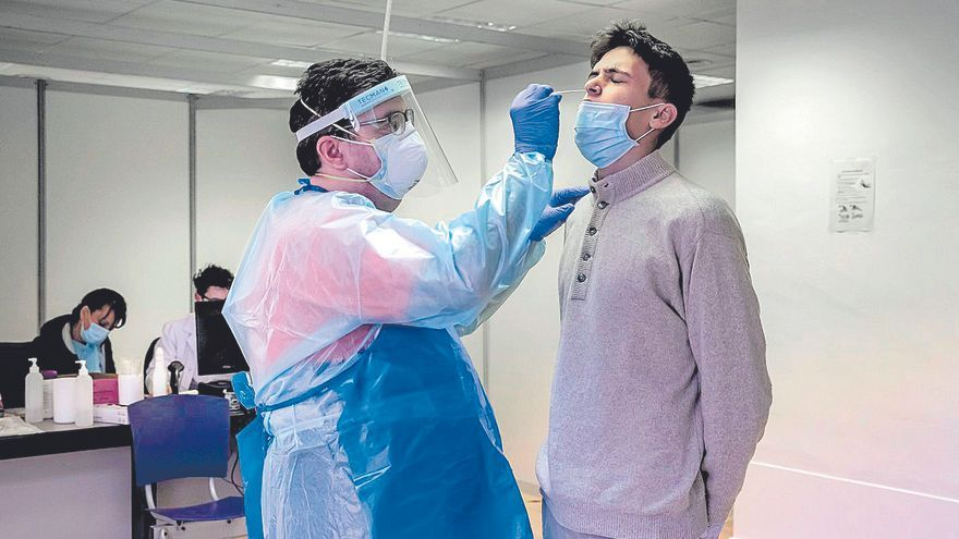 Baleares pedirá una segunda PCR a los contactos al finalizar su cuarentena