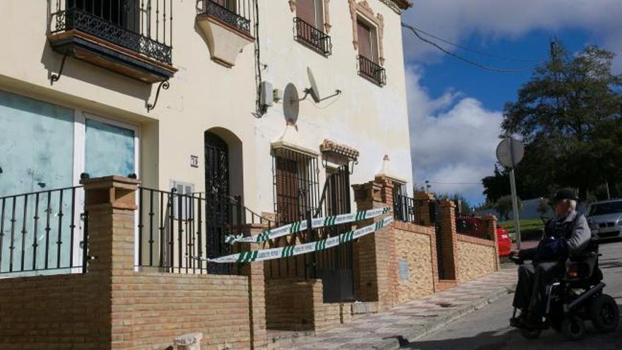 Mueren un adulto y un menor al arder su casa en Málaga