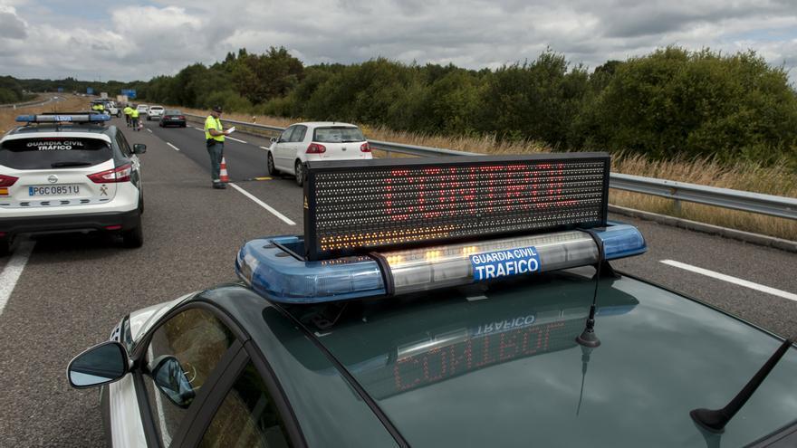 Detenido en la A-52 en Ribadavia a 189 km/h, drogado y con el carné retirado